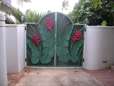 Home Design on Behind Mtv S The Real World   Diamond Head House Demolition Front Gate