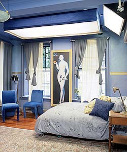 Bedroom on Truth Behind Mtv S The Real World   Hudson Street Loft Blue Bedroom
